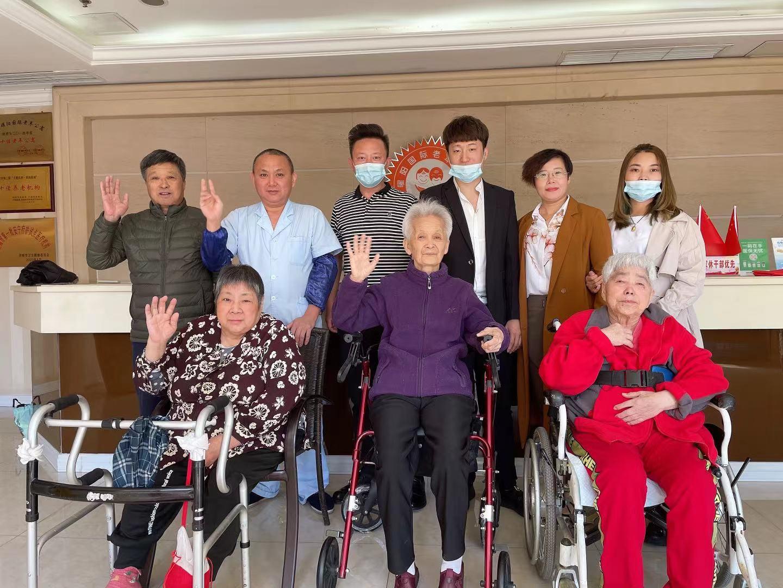 重阳温暖曜阳——聚焦美业联盟为曜阳老人及员工公益理发
